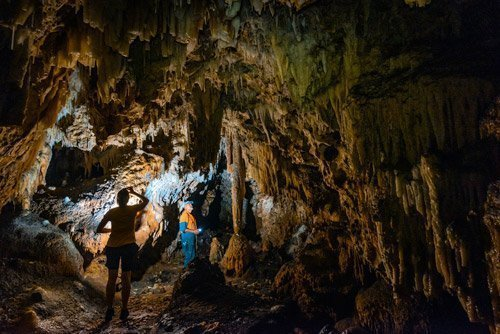 Mangaia caves3