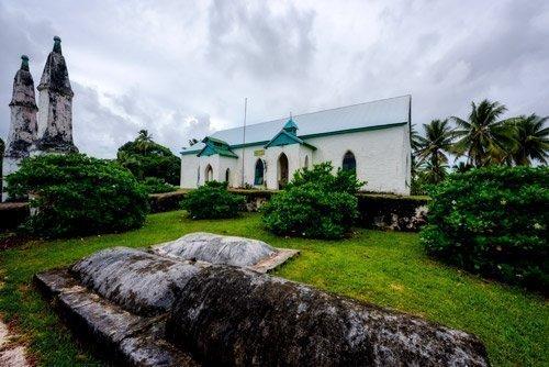 Mauke divided church