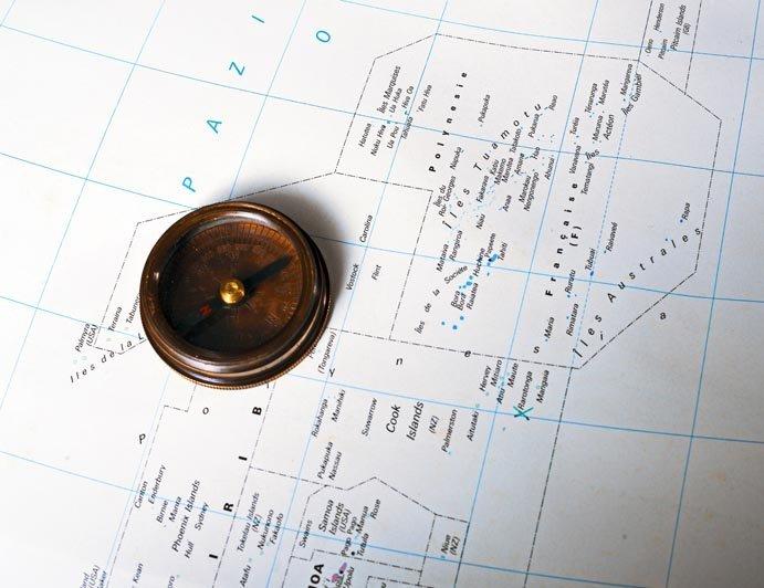 IslandAwe Polynesia with compass